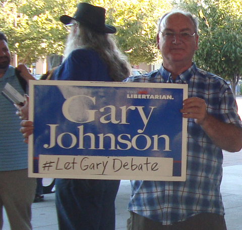 Kurt Schultz and Steve Dufour promoting Johnson for President at WC BART station (color photo)