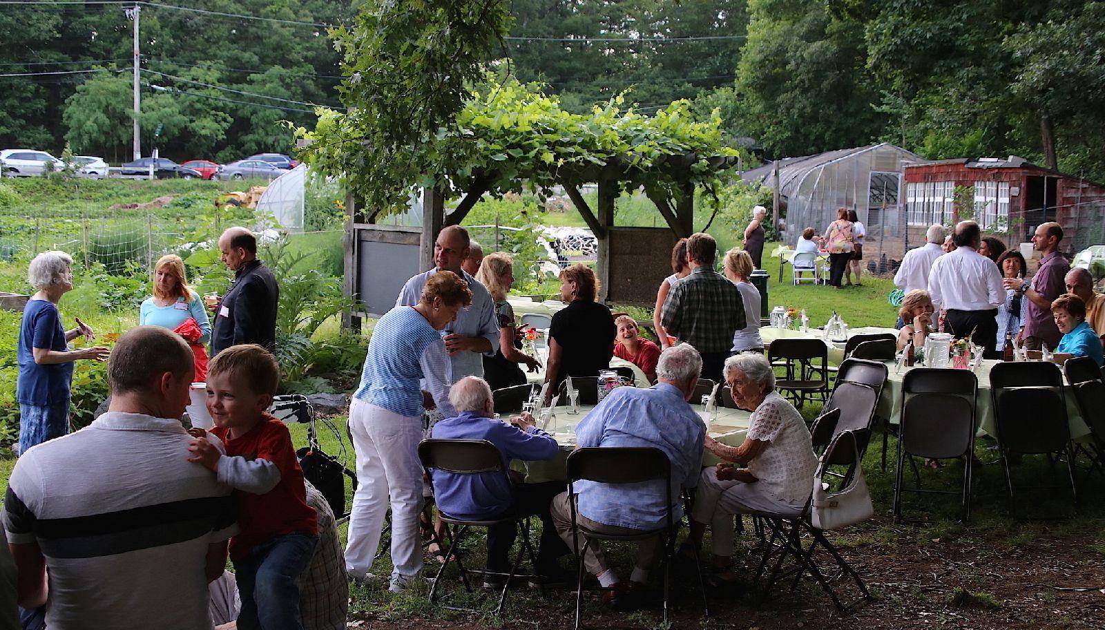 Dinner_on_the_farm_attendees_7_15.jpg