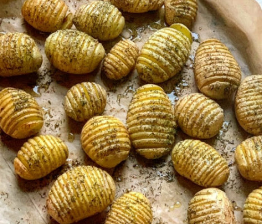 Herb%20Roasted%20Hasselback%20Potatoes.png